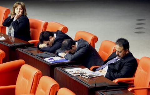 Meclis gece mesaisi yaptı