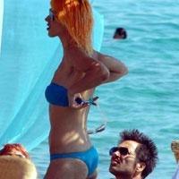 İşte bikinili Hande