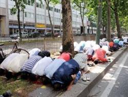 Camiye kilit namaza ceza
