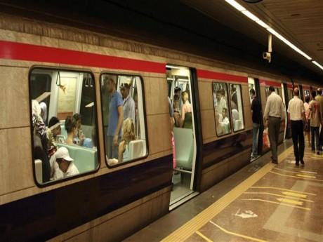 İstanbul metrosunda son seferler yarım saat öne alındı