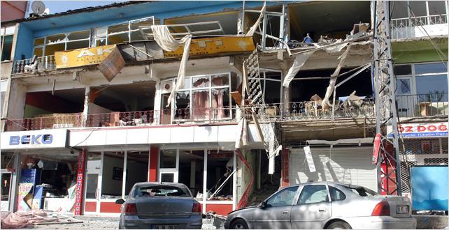 AK Parti binasında patlama