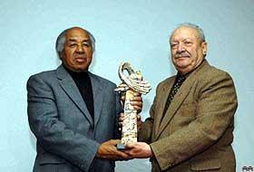 Noel baba barış ödülü Larry Stewart'ın