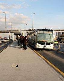 Metrobüs karşı yakaya uzanıyor