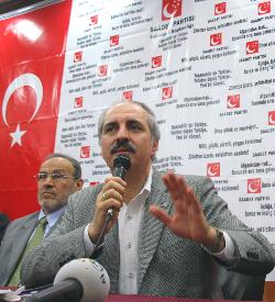 İSTANBUL'DA AFİŞ KAVGASI