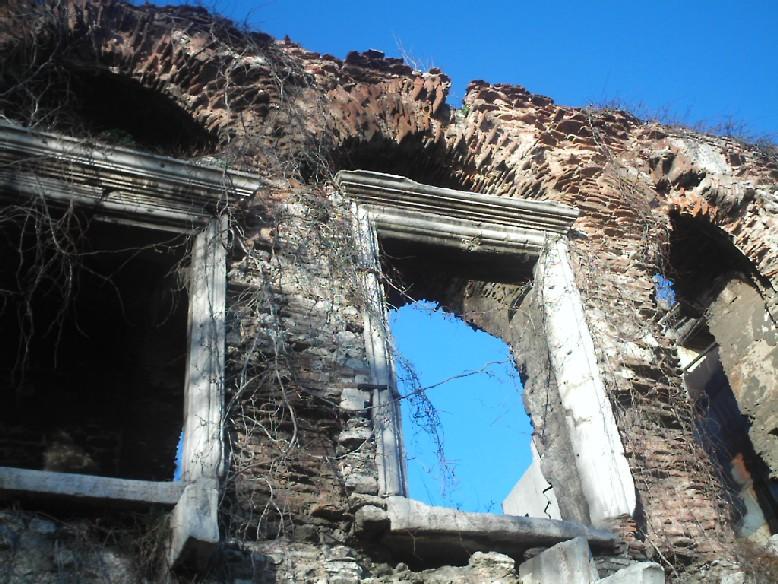 Bukaleon Sarayı kalıntıları yağmalanıyor