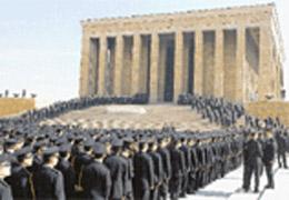 Polisler Atatürk'ün Huzurunda
