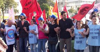 Taksim'e vali kararı