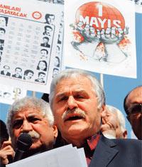 Sendikalar Taksim'de ısrarlı...