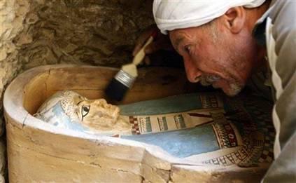 Mısır'da 12 kadar mumya bulundu