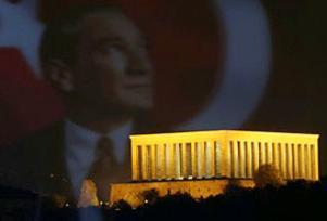 Anıtkabir'i günde 50 bin kişi ziyaret etti