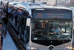 Metrobüsün çarptığı adam öldü
