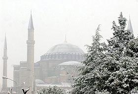 İstanbul'da kar yağışı aralıklarla devam ediyor