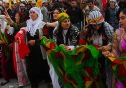 Türkler ve Kürtler tarihsel olarak IRKDAŞ