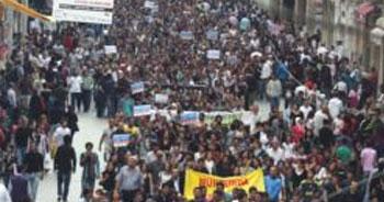 Taksim'de 'Munzur'a baraj' protestosu