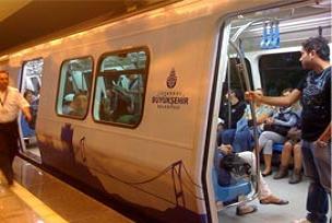 Taksim'de metro saatleri değişti