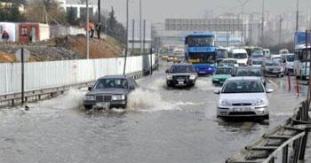 Su birikintisi trafiği felç etti