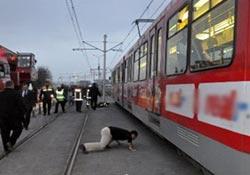 Tramvay öğrenciyi biçti: 2 ölü