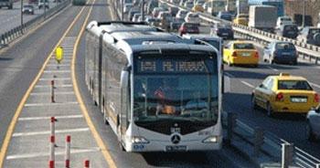 Cip direğe çarptı, metrobüs geçemedi