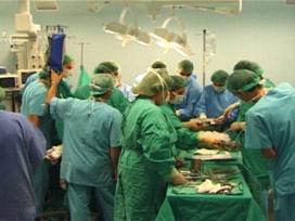Beyin ameliyatını robotlar yapacak