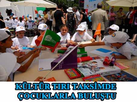 """""""Kültür Tırı"""" Taksim Meydanı'nda çocuklarla buluştu!"""