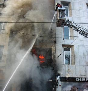 Beyoğlu'nun göbeğinde yangın!