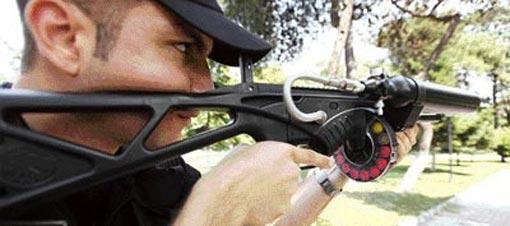 İstanbul polisi olaylarda artık cop ve biber gazının yanında Amerikan malı FN303 model plastik mermi atar tüfekleri de kullanacak