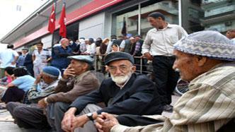 CHP KURULTAYI GÖRKEMLİ BAŞLADI....