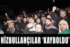 AKP  İl Binası önünde gösteri yaptılar.