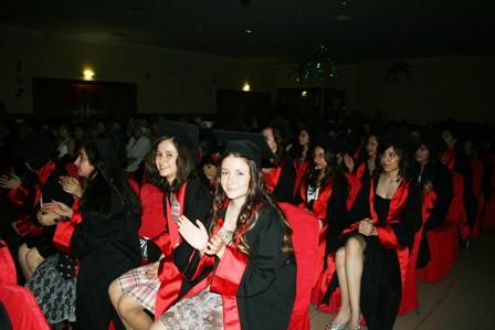 Kırmızı halılı mezuniyet töreni