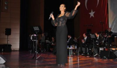 Hülya Avşar, Şişlili öğretmenler için söyledi