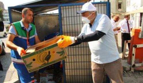 Prof. Kural, Ortaklar'da çöp topladı