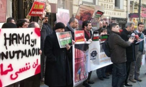 Esed'e konsolosluk önünden protesto