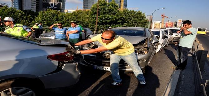 Zincirleme kaza trafiği kitledi