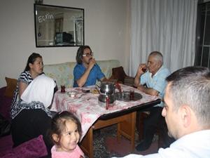 İki odalı rutubetli evdeki iftar