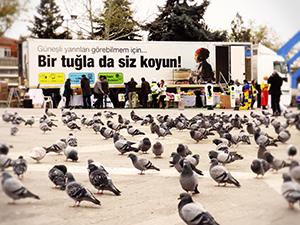 Lösev İyilikler Tırı İstanbul'da iyilik dağıtmaya devam ediyor