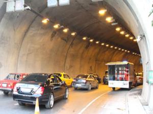 Tüneldeki Şüpheli Paket Trafiği Felç Etti
