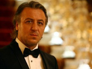 Yakışıklı oyuncu Barış Falay, tesadüfen oyuncu olmuş!