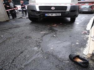 Şişli'de, minibüs yaşlı kadını 10 metre sürükledi