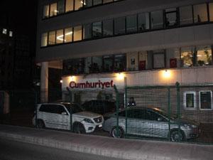 Cumhuriyet Gazetesi'nde polis alarmı