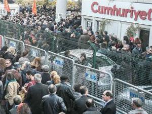 Cumhuriyet Gazetesi'ne destek eylemi