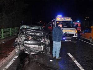 Şişli'de iki araç kafa kafaya çarpıştı