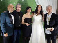 Şarkıcı Işın Karaca çocukluk arkadaşı Tuğrul Odabaş ile evlendi..