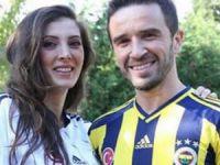 Gökhan Gönül eşi Hatice'ye 2 milyon 250 bin TL'lik araba aldı