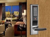 Otel kapı kilitlerinde farklı model ve renk seçenekleri Perkkotek'te